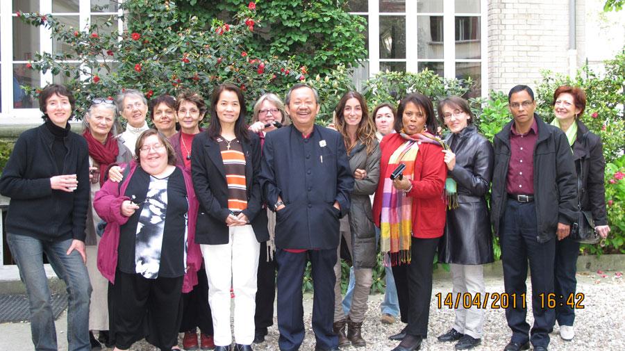 GS. TSKH. Bùi Quốc Châu cùng các học trò ở Paris